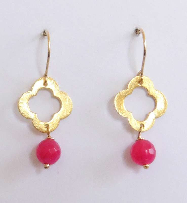 Gold-plated clover drop earrings with pink stone