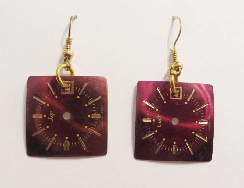 Watchface single drop earrings - red