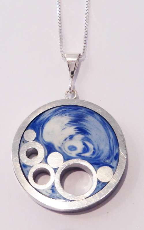 Round seaside pendant
