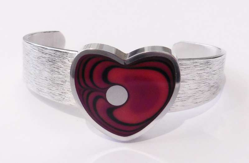 Heart cranberry bangle