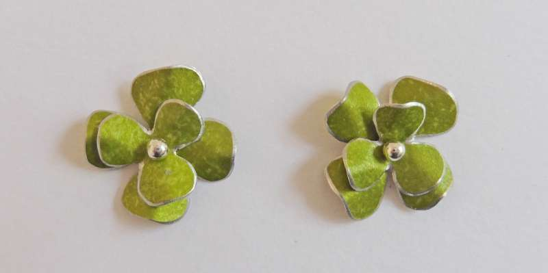 Green rosa flower stud earrings