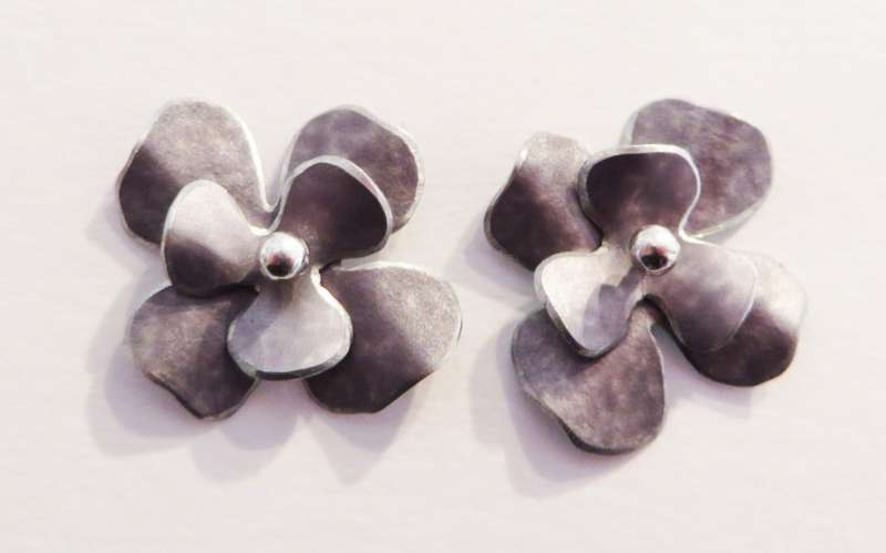Grey rosa flower stud earrings