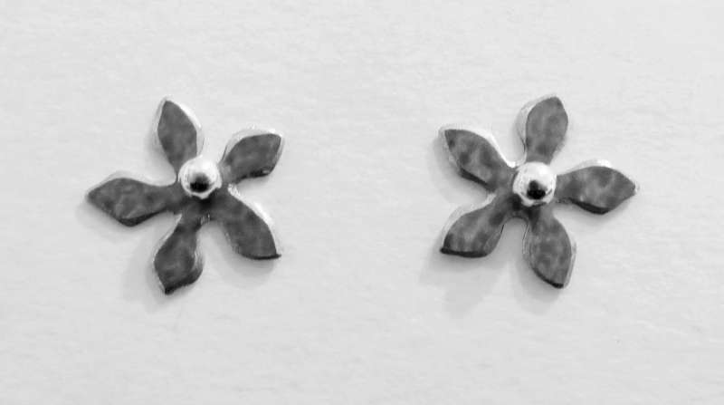 Grey flower stud earrings