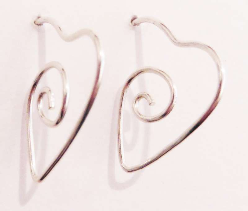 Wire heart drop earrings