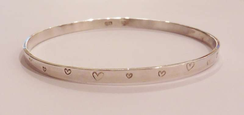 Bracelet embossed with hearts